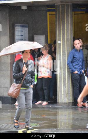London, UK. 10th September, 2016. Heavy rain in central London. Credit:  Matthew Chattle/Alamy Live News - Stock Photo