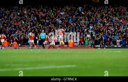 London, UK. 10th Sep, 2016. Players of Arsenal celebrate scoring during the 2016/2017 Premier League match between - Stock Photo
