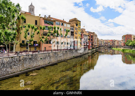 Colourful houses along the banks River Onyar in the old town of Girona, Catalonia, Spain - Stock Photo