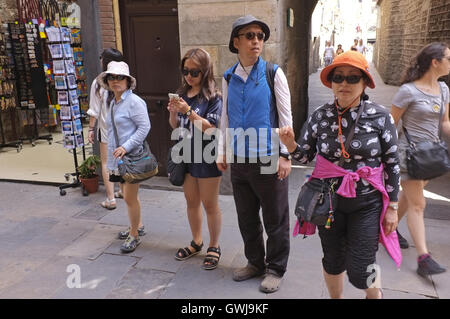 Japanese tourists in Barcelona's medieval quarter - Stock Photo