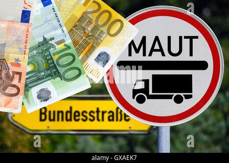 Schild LKW-Maut, Ausweitung der LKW-Maut auf Bundesstrassen - Stock Photo