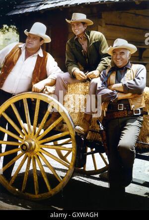 BONANZA US NBC Western television series 1959-1973. From left: Dan Blocker, Michael Landon, Lorne Greene - Stock Photo