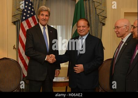 U.S Secretary of State John Kerry meets with Pakistani Prime Minister Nawaz Sharif September 19, 2016 in New York - Stock Photo