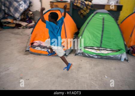 Tijuana, BAJA CALIFORNIA, MEXICO. 19th Sep, 2016. A Haitian migrant boy seeking to enter the United States with - Stock Photo