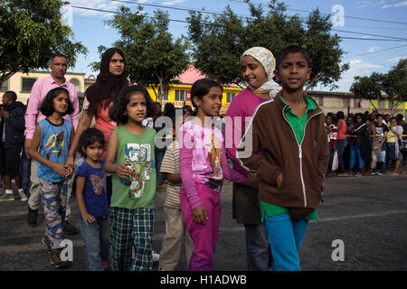 Tijuana, BAJA CALIFORNIA, MEXICO. 19th Sep, 2016. Migrants seeking to enter the United States lineup for their appointment - Stock Photo