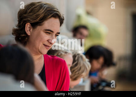 Barcelona, Spain. 24th September, 2016:  ADA COLAU, Mayoress of Barcelona, follows the local 'Castellers' day from - Stock Photo