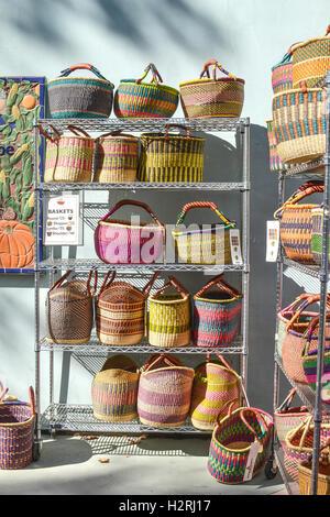 Davis, California, USA. 1 October 2016. Baskets for sale at the Davis Farmers Market are a good alternative to plastic - Stock Photo