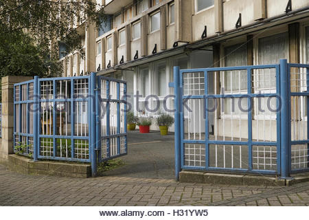 Plant pots outside ground floor flats in Robin Hood Gardens Estate: Poplar, London. - Stock Photo