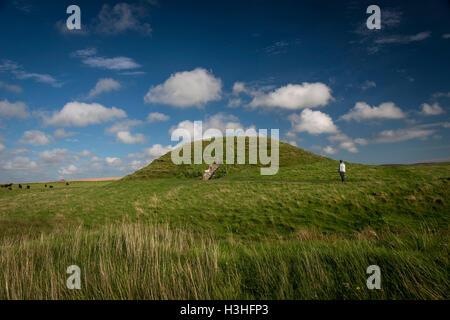 Maeshowe Neolithic chambered cairn on Mainland, Orkney, Scotland, UK - Stock Photo