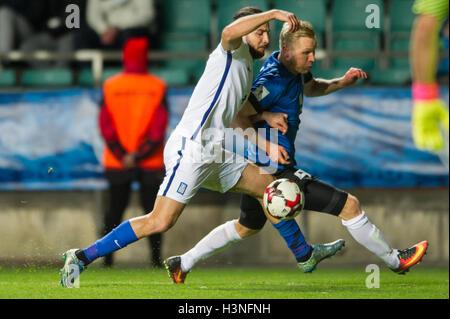 Tallinn, Estonia, 10th October 2016. Ats Purje (R) of Estonia fights for the ball with Kostas Manolas (L) of Greece - Stock Photo
