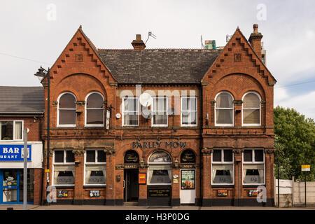 Barley Mow Pub in Runcorn, Cheshire, UK - Stock Photo