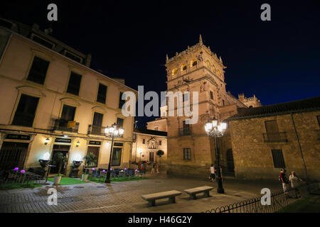 Night view on the illuminated Palacio de Monterrey in Salamanca, Spain, one of the prime examples of the Plateresque - Stock Photo