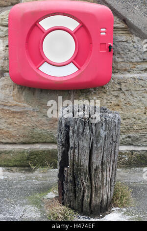 Ship anchor point and life ring on the harbour wall at Scarborough. - Stock Photo