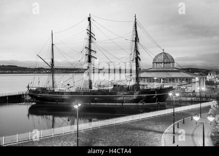 Dundee, Scotland, UK. RRS Discovery was the last traditional wooden three-masted ship to be built in Britain. - Stock Photo