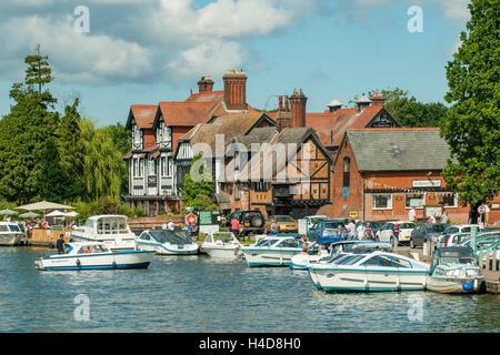 River Bure and Swan Inn, Horning, Norfolk, England - Stock Photo