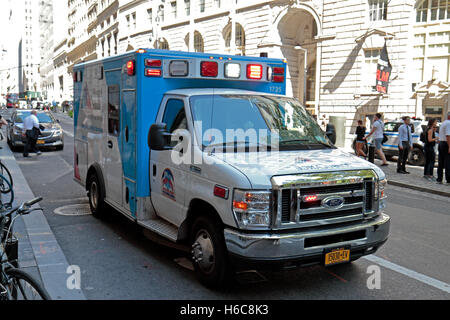 A Mount Sinai ambulance on an emergency call (lights flashing) in Manhattan, New York, United States. - Stock Photo
