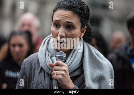 London, UK. 29th October, 2016. Malia Bouattia, President of the National Union of Students (NUS), reads a statement - Stock Photo