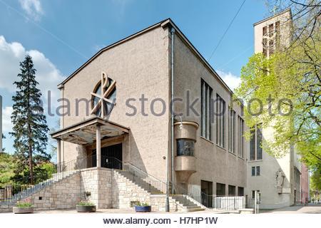 Wien, Gemeindebau des Roten Wien, Vienna, Council Tenement Block, Red Vienna, Anlage Sandleiten, Kirche Sandleiten - Stock Photo