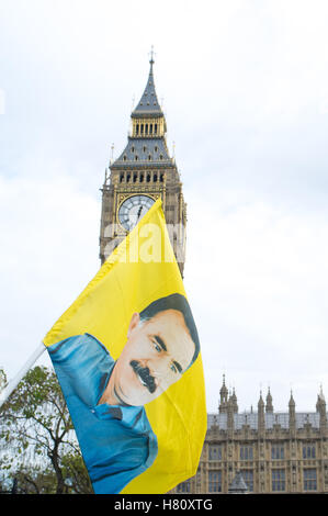 London, UK. 08th Nov, 2016. Hundred of Kurdish people protest at Houses of Parliament, against the UK's alliance - Stock Photo