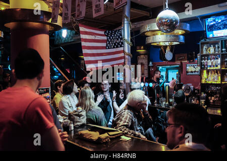 Jerusalem, Israel. 9th November, 2016. Israeli Americans watch and react to the unfolding drama of the 2016 US Elections - Stock Photo