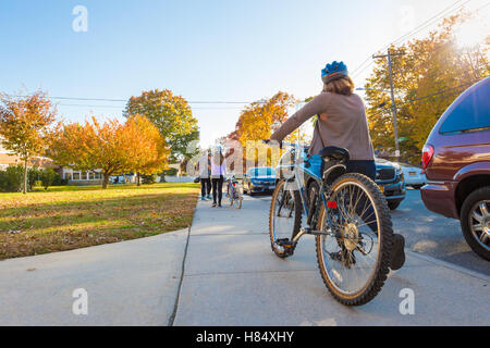 Merrick, New York, USA. Nov. 08, 2016. On Election Day, a family, a mother, father, and two young daughters, rode - Stock Photo