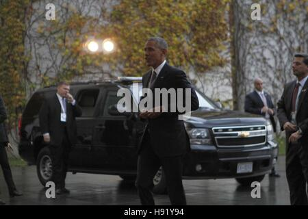 Berlin, Germany. 17th Nov, 2016. President Barack Obama on the red carpet in front of the Federal Chancellery. Credit: - Stock Photo