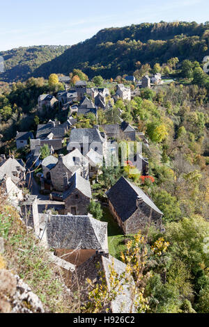 A high angle shot on roofs of the village of Rodelle perched on its rocky outcrop (France). Les toits du village - Stock Photo