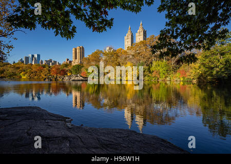 Fall in Central Park at The Lake. Cityscape sunrise view with colorful Autumn foliage on the Upper West Side. New - Stock Photo