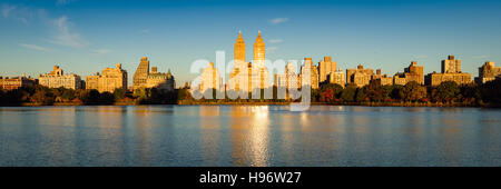 Fall in Central Park at the Jacqueline Kennedy Onassis Reservoir. Autumn foliage on the Upper West Side, New York - Stock Photo