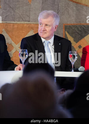 Munich, Germany. 26th Nov, 2016. Premier of Bavaria Horst Seehofer (CSU) pictured at a panel discussion during an - Stock Photo