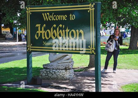 'Welcome to Hobbiton' sign and statue of Gollum, Broadway, Matamata, Waikato Region, North Island, New Zealand - Stock Photo