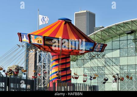 Chicago, Illinois, USA.  Chicago Cubs honored via  flag on Navy Pier during their World Series winning campaign - Stock Photo