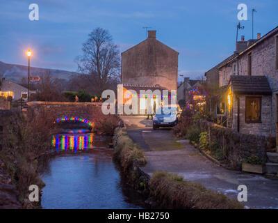 Castleton Village, High Peak, Derbyshire, UK. December 4th 2016. Beautifull Castleton Village traditionally decotated - Stock Photo