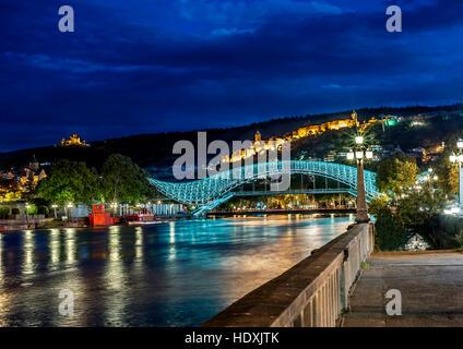 Georgia, Tbilisi night . View from the embankment of the Kura at the Bridge of Peace , Narikala Fortress , Metekhi - Stock Photo