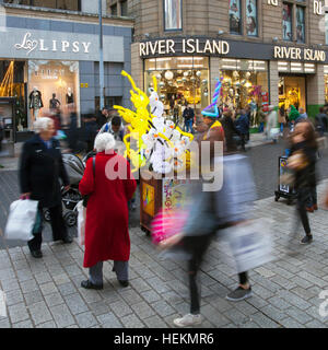 Liverpool One, Merseyside, UK.  22nd Dec 2016:  River Island Christmas shoppers were out in force at the 'Liverpool - Stock Photo