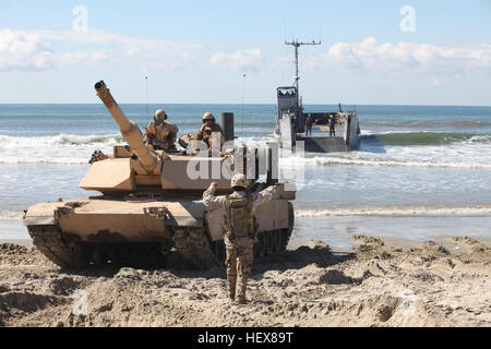 A sailor with Assault Craft Unit 1, guides the driver of an M1A1 Abrams Main Battle Tank1st Tank Battalion Marine - Stock Photo
