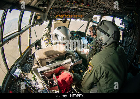 The crew of an HC-130 'King' aircraft from the 211th Rescue Squadron, Alaska Air National Guard, prepare the aircraft - Stock Photo