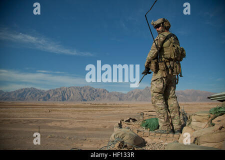 A coalition force member maintains security during a meeting Afghan Local Policemen and National Policemen to talk - Stock Photo