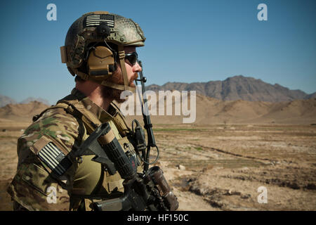 A coalition force member maintains security in Farah province, Afghanistan, Jan. 24, 2013. Coalition forces were - Stock Photo