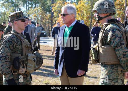 Secretary of Defense Chuck Hagel speaks with Capt. Mark A. Lenzi, left, company commander of Weapons Company, and - Stock Photo