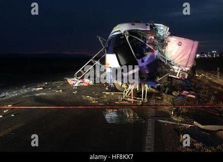Chihuahua, Mexico. 29th Dec, 2016. Image provided by the Mexican Federal Police shows the collision site of a bus - Stock Photo