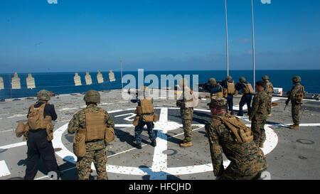 SOUTH CHINA SEA (Feb. 7, 2014) – Sailors attached to Austin-class amphibious transport dock ship USS Denver (LPD - Stock Photo