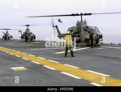 030113-N-9101V-001 At sea aboard USS Saipan (LHA 2) Jan. 13, 2003 -- AH-1W 'Cobra' helicopters from Marine Light - Stock Photo