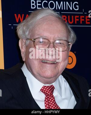 New York, USA. 19th Jan, 2017. Warren Buffett seen arriving for HBO's 'Becoming Warren Buffett' world premiere, - Stock Photo