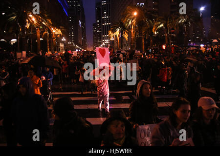 San Francisco, California, USA. 21st Jan, 2017. Several thousand people march down Market Street during the Women's - Stock Photo