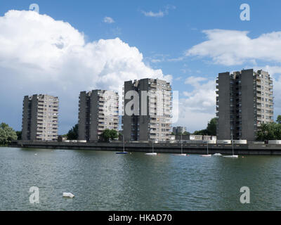 Thamesmead tower blocks and Southmere lake - Stock Photo