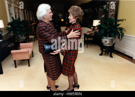 First lady Nancy Reagan, right, welcomes incoming first lady Barbara Bush, left, to the White House in Washington, - Stock Photo