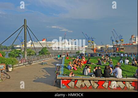 ´´Park Fiction´´ public garden overlooking the Port and Elbe River, Sankt Pauli district, Hamburg, Germany, Europe. - Stock Photo