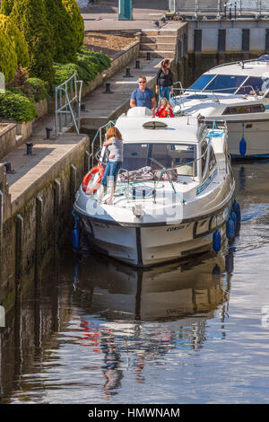 Boats In The Lock Canal Goring On Thames Oxfordshire UK - Stock Photo