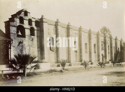 Antique c1910 photograph, the facade of Mission San Gabriel. The Mission San Gabriel Arcángel is a fully functioning - Stock Photo